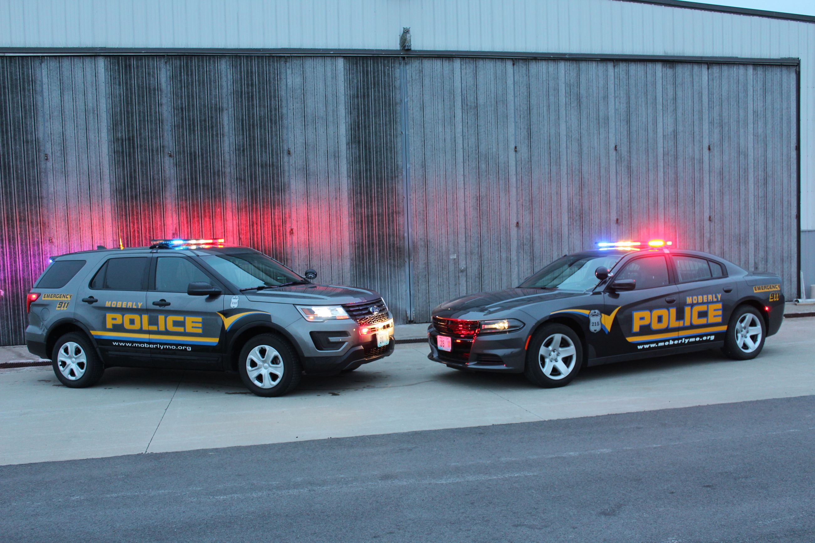 Image of Moberly Patrol Car and SUV facing each other with lights flashing